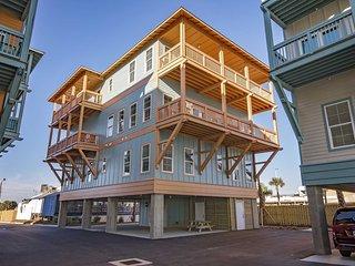 Breezyville Northeast ~ Brand New ~ 12 Bedroom ~ Sleeps up to 40 ~ Pool/Beach Ac