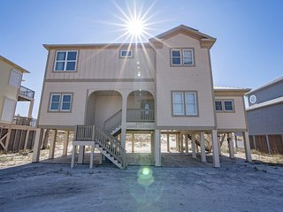 Rates Dropped ~ Recently Remodled ~ 6BR ~ Gulf Front ~ Sleeps 18 ~ Pet Friendly