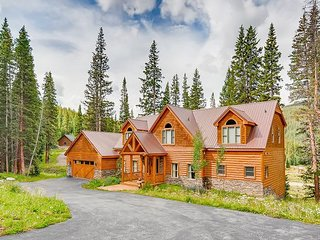 Secluded 6BR w/ Hot Tub, Fire Pit & Chef's Kitchen - 7 Mins to  Breckenridge