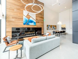 Hosteeva | Luxury Loft w Amenities | Downtown Redmond