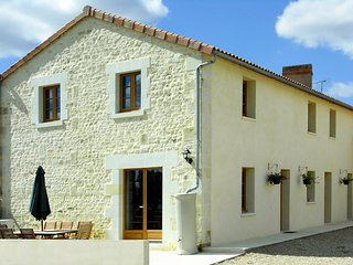 Maison D'Hibou, self catering gite sleeps up 12