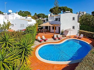 Vilamoura Villa Sleeps 6 with Pool Air Con and WiFi - 5821591