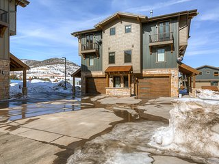 Dog-friendly townhome in Canyons w/ a private hot tub & shared heated pool!