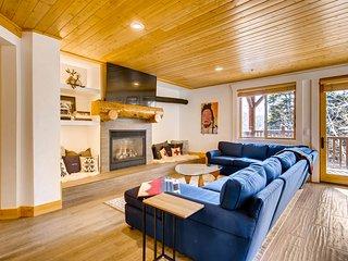 Convenient Silver Lake Village mountain condo w/private hot tub & shared pool