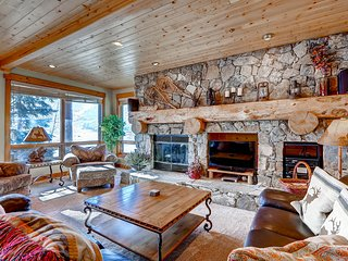 Mountain condo with private hot tub & shuttle to the slopes!