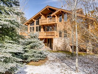 Spacious Deer Valley home w/ private hot tub & mountain views - on bus route!