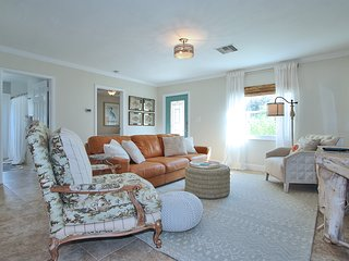 Sea La Vie Beach House - Designer Beach Cottage!