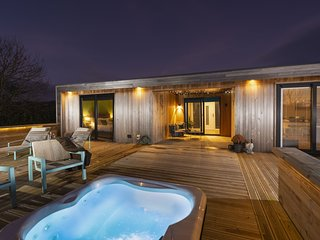 The Spinney, Strawberryfield Park - Luxury furnishings and inviting hot tub awai