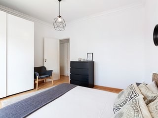 Minimalist 2BDR Apt in Lisbon, excellent location
