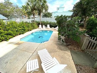Sunday Cottage~ Private Pool **Now Allowing 3 Night Stays!