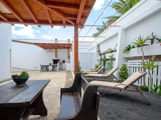 Two large and welcoming apartments w/ shared terrace - close to beach & shops!