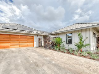 Brand new family-friendly home w/mountain views, lanai, and near the ocean!