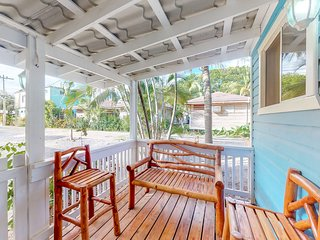 Charming cabana with porch, walking distance to the beach and town