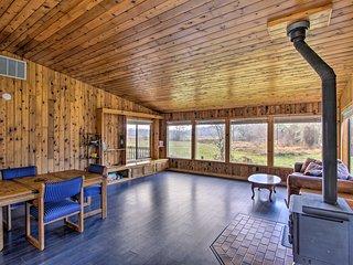 NEW! Tranquil Mt Rainier Retreat w/ Deck & Creeks