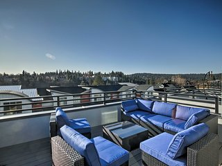 Sleek Townhome w/Rooftop Terrace by Spokane River!