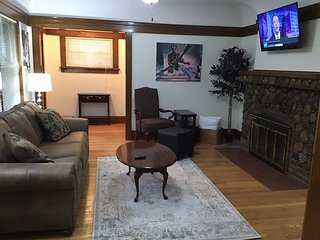 Hard Rock! Great Lakes Naval Grad - Sleeps 15
