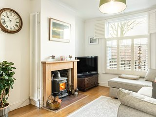 Modern Two Bed Victorian Terraced House in Greenwich