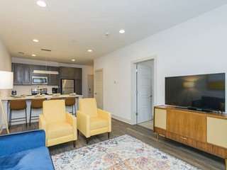 Artsy Inglewood Condo ~ East Nashville ~12 Minutes to Broadway and Downtown ~ Ki