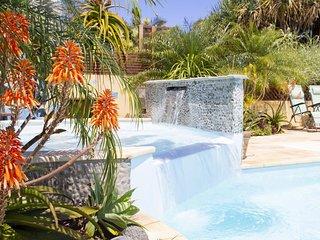 Le  Maloya**** Très beau F2 avec jardin pour 2 à 4 personnes, Piscine & Spa
