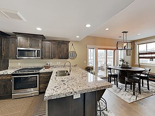 Posh Townhome Near Park City Slopes & Main St. - Pool Access, Private Hot Tub