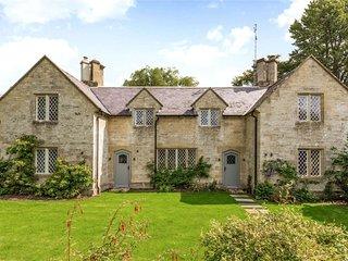 Elegant Farm House Swinbrook