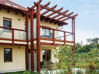 Beautiful apartment in Balatonakali w/ WiFi, 2 Bedrooms and Sauna (UBN068)