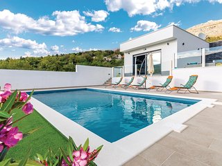 Amazing home in Srinjine w/ WiFi, 2 Bedrooms and Outdoor swimming pool