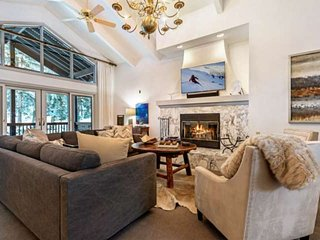 New Listing! Convenient to Vail & Beaver Creek, Private Hot Tub, A/C, Perfect fo