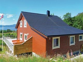 Nice home in Heroysund/Kvinnherad w/ WiFi and 4 Bedrooms (N18007)