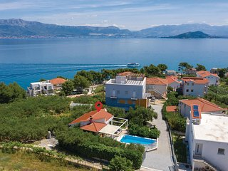 Beautiful home in Slatine w/ WiFi and 1 Bedrooms (CDT631)
