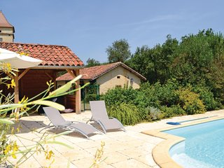 Nice home in Pontcirq w/ WiFi and 2 Bedrooms (FML039)