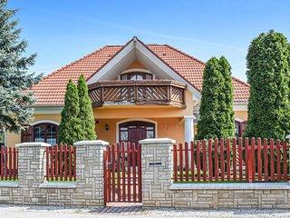 Amazing home in Balatonlelle w/ 3 Bedrooms