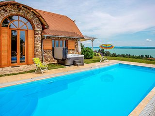 Amazing home in Badacsonytomaj w/ Outdoor swimming pool, Sauna and 3 Bedrooms (U