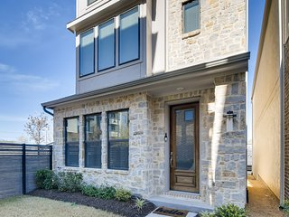 Immaculately Modern Tri-Level Home | North Dallas