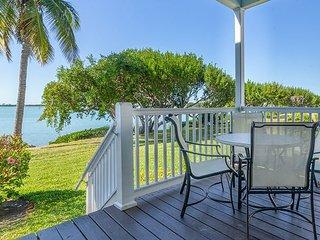 Island Retreat 2BR Waterfront Villa w/2 Balconies & Aquamarine Ocean Views