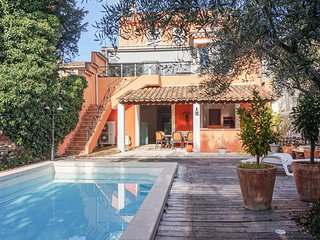 Nice home in Saint Chinian w/ Outdoor swimming pool and 5 Bedrooms (FLH340)