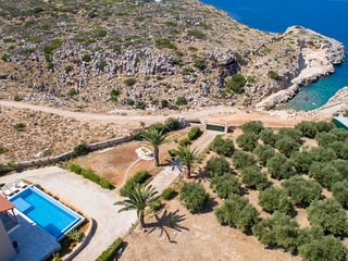100mt to the Beach★Stunning Sunset★Private pool★8 sleeps
