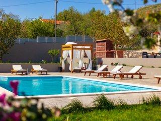Villa Relax - 50 m2 private pool, 500 m2 yard, sauna.....