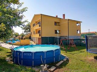 Apartment 27302