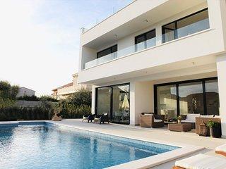 Villa Bord de Mer with Pool