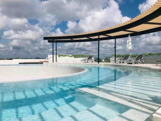 New Studio with 360 Rooftop Pool and Sunset Views
