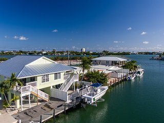 Coral Cottage 2bed/2bath half duplex with dockage & Cabana Club