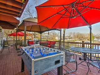NEW! Home w/Deck, & Dock on Lake of the Ozarks!