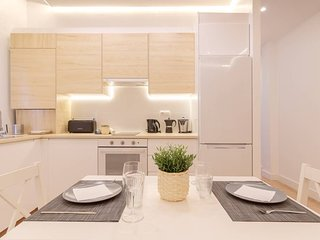 Apartamento reformado con encanto by Urban Hosts