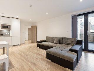Chic & Modern 1-Bedroom Apt, w/Balcony nr Hackney