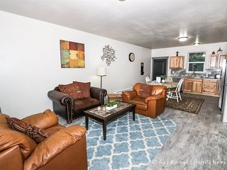 Updated Duplex w/Access to Skiing