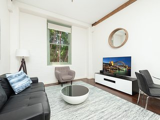PYR306 Gorgeous 1BR Pyrmont Pad