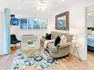 'Safe & Clean' BEAUTIFUL -Hide-A-Way Suite- next to Siesta Key Beach