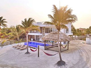 Third Coast Belize - Modern Beachfront Home with Pool & Complimentary Golf Cart