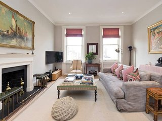 Smart & Bright 3-Bed Fulham Apt, 4 Mins from Tube